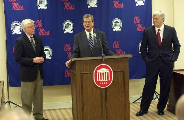 Dr. Robert Haws (left), Senator Trent Lott, Chancellor Robert Khayat